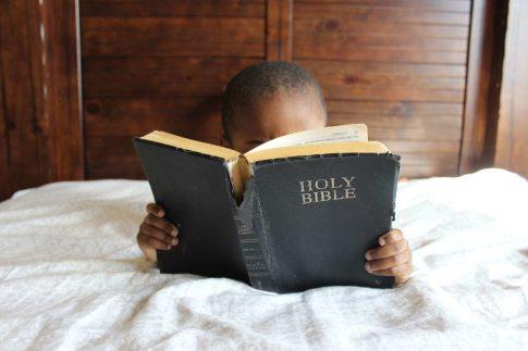 bed-bible-book-bindings-935944