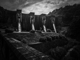 nature-black-and-white-dam-2333890